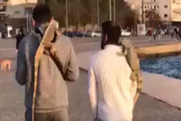Κορωνοϊός: Έστειλαν SMS για να βγάλουν τα κατοικίδια τους βόλτα και αυτά ήταν... ιγκουάνα (video)