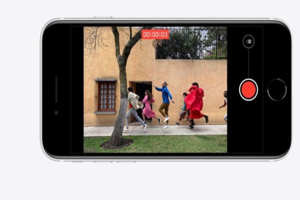 Δεν αγγίζει ο κορωνοϊός την Apple: Κυκλοφορεί το νέο iPhone SE