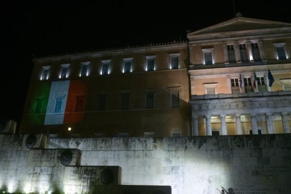 Η Ελλάδα στο πλευρό της Ιταλίας - Η ιταλική σημαία στο Κοινοβούλιο