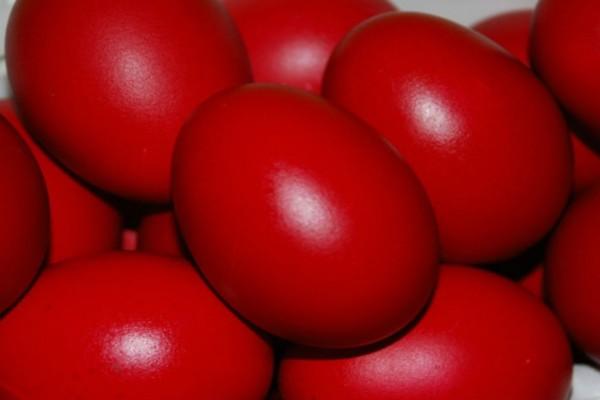 Προσοχή με τα βαμμένα αυγά το Πάσχα! Αν μείνουν για πολύ καιρό εκτός ψυγείου κινδυνεύετε από...