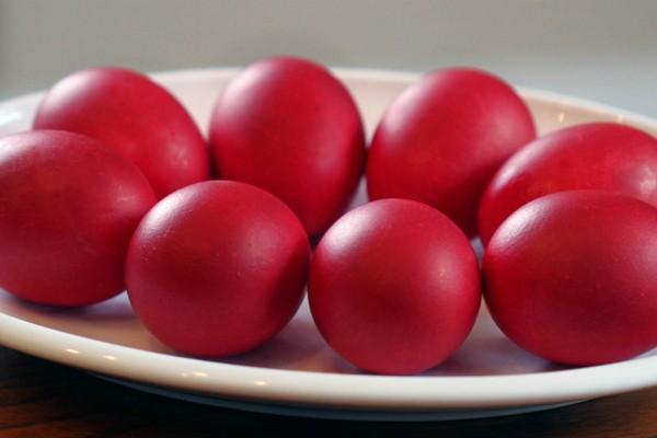 Ξέρετε γιατί βάφουμε τα αυγά τη Μεγάλη Πέμπτη;