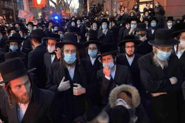 Κορωνοϊός: Πανικός στους δρόμους της Νέας Υόρκης για την κηδεία του Ραβίνου