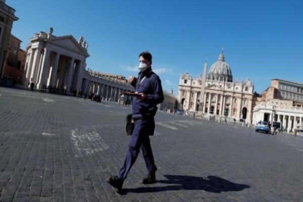 Κορωνοϊός - Ρώμη: 60χρονη έβγαλε βόλτα τη... χελώνα της