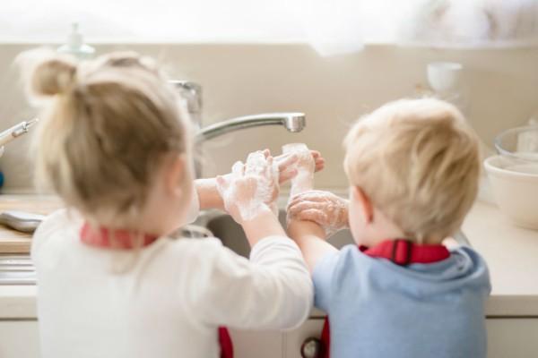 Κορωνοϊός: Τι να κάνετε αν το παιδί σας εμφανίσει συμπτώματα του ιού - Ποιες είναι οι οδηγίες για βρέφη
