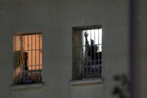 «Εξέγερση» και φωτιές στις φυλακές Κορυδαλλού! (video)