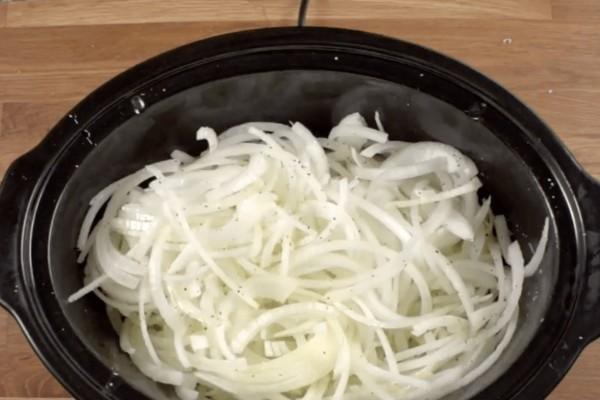 Γαλλική σούπα με κρεμμύδια και βούτυρο σε χαμηλή φωτιά - Γρήγορη και εύκολη