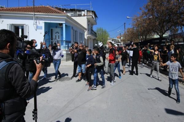 Κορωνοϊός: Πιθανότητα ακόμη και για εμπλοκή του Στρατού στην καραντίνα για τους Ρομά