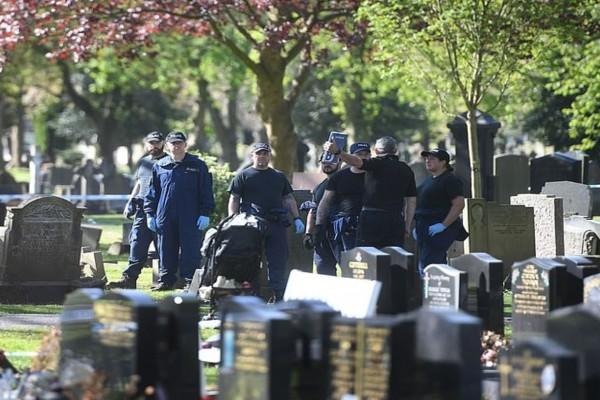 Πανικός: Ένοπλος 34χρονος άνοιξε πυρ σε κηδεία!