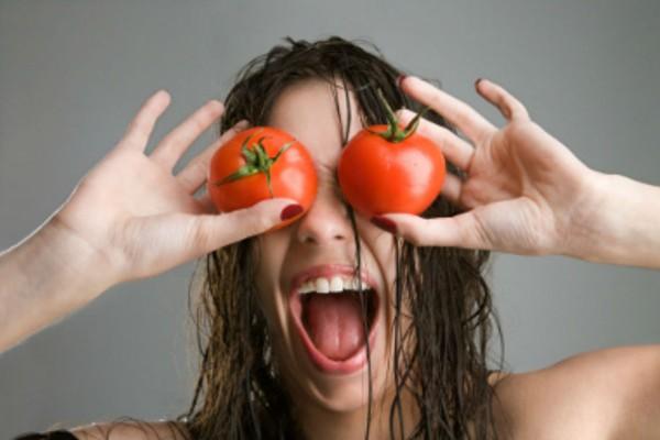 Έπλενε το πρόσωπο της με τριμμένη ντομάτα - Ένα μήνα μετά τα αποτελέσματα ήταν θεαματικά!