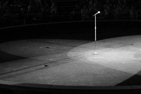 Δύσκολες ώρες για πασίγνωστη τραγουδίστρια - Διαγνώστηκε με κορωνοϊό ο πατέρας της (photo)