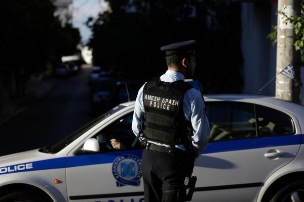Πάτρα: Έφαγε ξύλο στον δρόμο, κάλεσε την Αστυνομία και τελικά δέχτηκε και πρόστιμο 150 ευρώ γιατί ήταν έξω