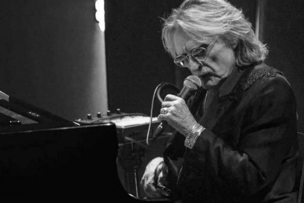 Παγκόσμια θλίψη - Πέθανε πασίγνωστος τραγουδιστής (photo-video)