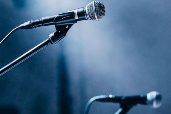 Σοκ: Πέθανε πασίγνωστος τραγουδιστής (photo-video)