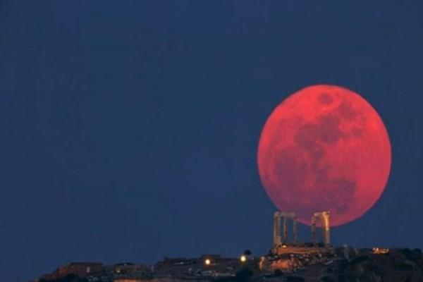 Η ονειρεμένη ροζ πανσέληνος μέσα από μαγευτικές φωτογραφίες!