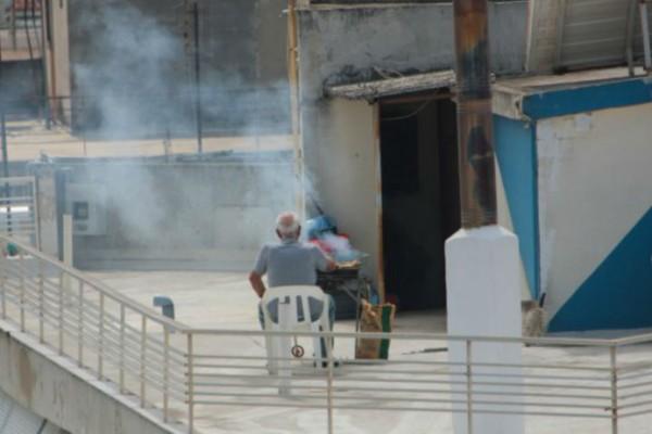 Το Πάσχα της «καραντίνας»: Ψήσιμο του οβελία στις ταράτσες με αέρα... κορωνοϊού - Πόλη «φάντασμα» η Αθήνα (Video)