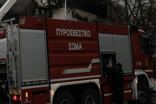 Ρέντης - Μενίδι: Υπό έλεγχο οι φωτιές που ξέσπασαν σε μια λαχαναγορά και μια αποθήκη