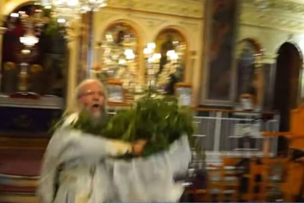 Συνελήφθη ο «ιπτάμενος ιερέας» στην Χίο που κάνει την θεαματική Πρώτη Ανάσταση! (Video)