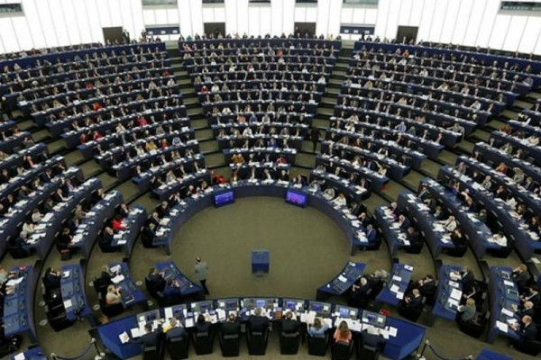 Ευρωβουλευτές μοίραζαν κοινοτικό χρήμα στα κόμματά τους - Ελληνική εμπλοκή