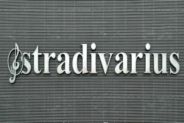 Stradivarius e shop: Τα κορυφαία σκουλαρίκια της σεζόν κοστίζουν μόλις 5,99€!