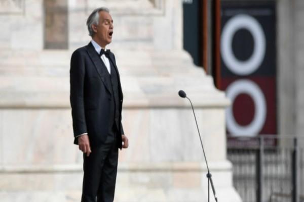 Μιλάνο: Συγκλονιστική ερμηνεία του Αντρέα Μποτσέλι στην άδεια Duomo για το Πάσχα των Καθολικών (video)