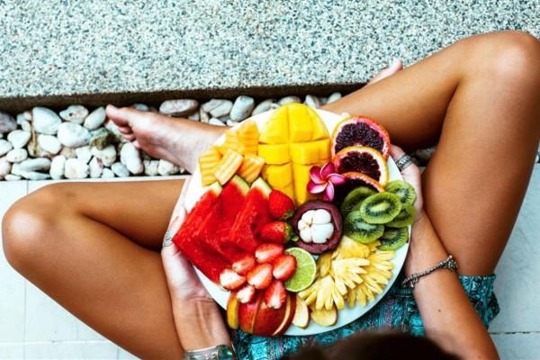12 τροφές που πρέπει να φάτε πριν το καλοκαίρι - Κάνουν θαύματα