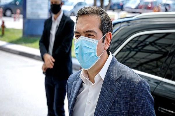 Στο «Αττικόν» νοσοκομείο… με μάσκα λόγω κορωνοϊού ο Αλέξης Τσίπρας (photos+video)