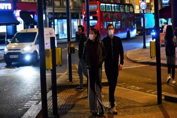 «Παγωμάρα» στη Βρετανία με τον κορωνοϊό: Έκρυβαν τους μισούς θανάτους στην Αγγλία και την Ουαλία