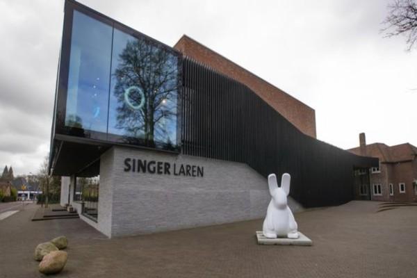 Απίστευτο: Μπήκε και «βούτηξε» έναν πίνακα του Βαν Γκογκ αξίας σχεδόν 3 εκατ. ευρώ σε μουσείο του Άμστερνταμ (video)