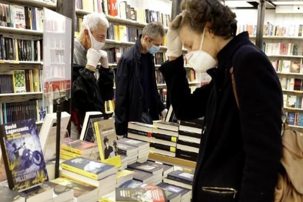 Άνοιξαν τα βιβλιοπωλεία στην Ιταλία