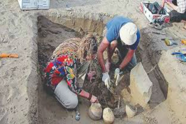 Έσκαβαν έναν αρχαίο τάφο μέχρι που