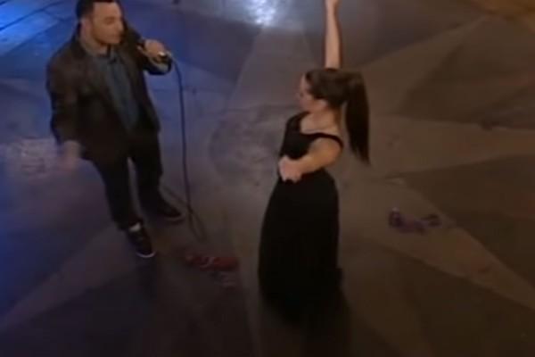 Γυναικάρα χορεύει αργό τσιφτετέλι και