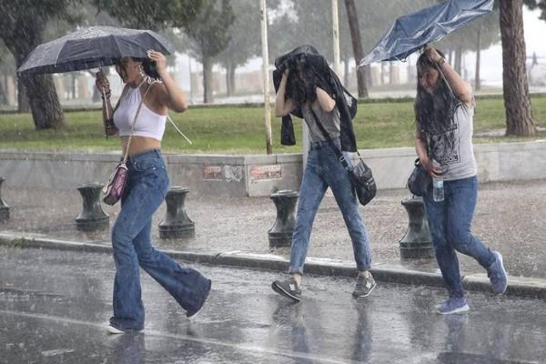 Έκτακτο δελτίο επιδείνωσης καιρού: Μετά τον καύσωνα, καταιγίδες και χαλάζι