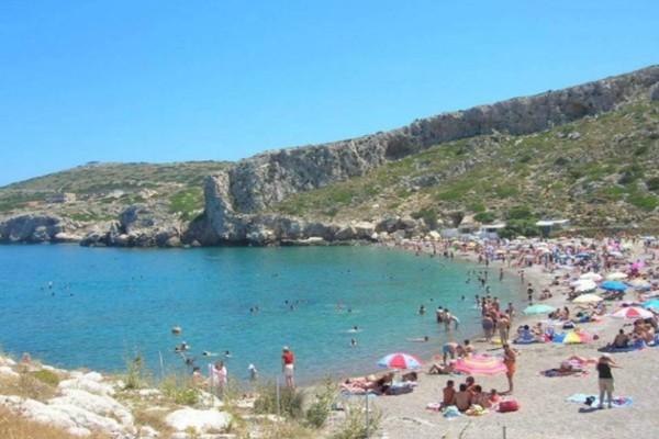 Γαλάζιες σημαίες: Αναλυτικά η λίστα με τις πιο καθαρές παραλίες στην Αττική και στην Ελλάδα