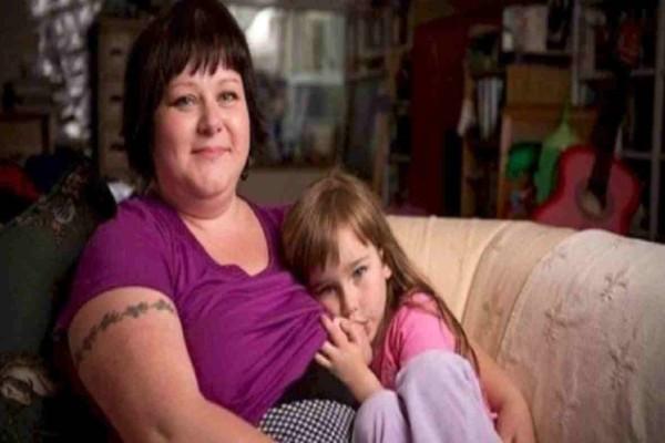 Η φωτογραφία αυτής της μάνας μαζί με την κορούλα της έχει προκαλέσει σοκ -  Όταν μάθετε τον λόγο θα καταλάβετε