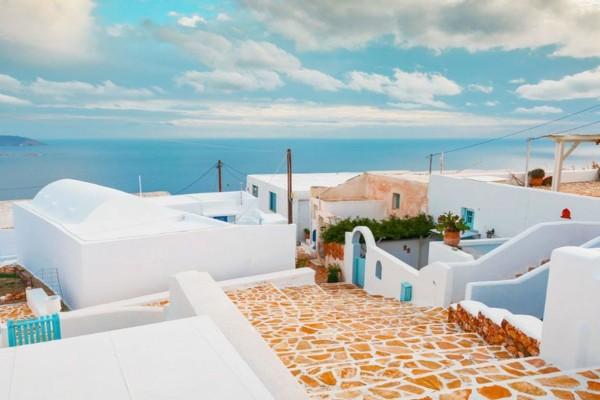 5 πανέμορφα νησιά των Κυκλάδων που θα κάνεις διακοπές τον Αύγουστο με 50 ευρώ