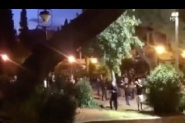 Άγριο σκηνικό στην Αθήνα: Οι πολίτες αγνοούν τα μέτρα και μαζεύονται, η Αστυνομία καραδοκεί