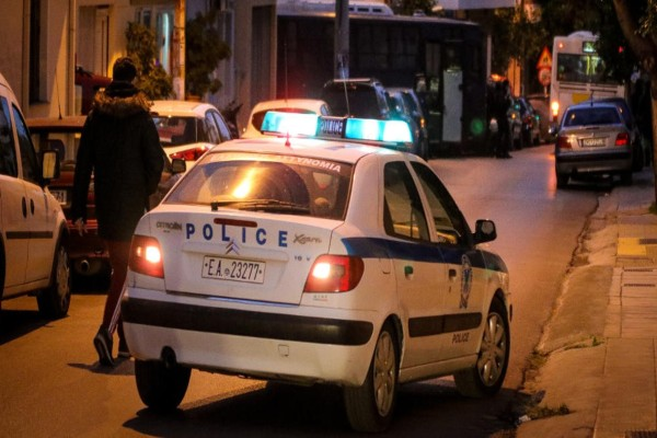 Χαμός στην Ευελπίδων: Άγνωστοι πυρπόλησαν τέσσερα οχήματα