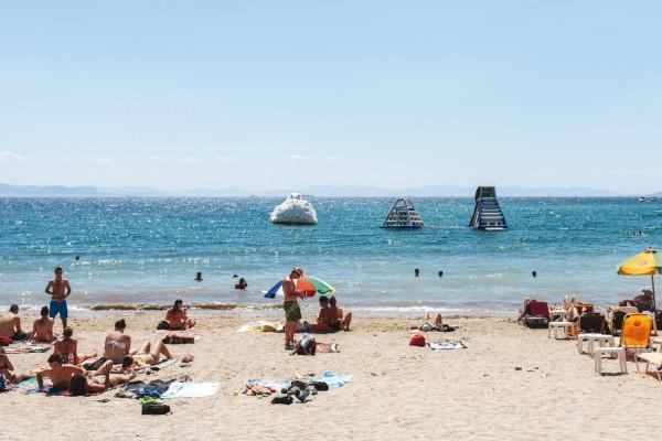 Προσοχή: Ποιες είναι οι ακατάλληλες παραλίες για μπάνιο στην Αττική;