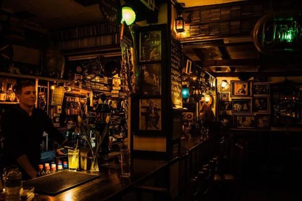 Σάλος και στο Κολωνάκι: Πασίγνωστο μπαρ συμμετείχε επίσης στα… κορωνο-πάρτι της Τρίτης (5/5)