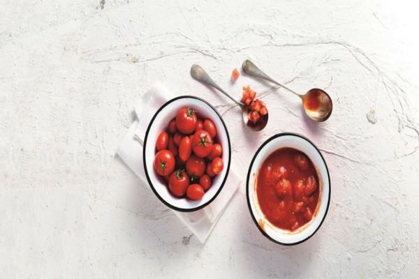Βάζετε χοντρό αλάτι στη φρέσκια ντομάτα; Τότε κινδυνεύετε από...