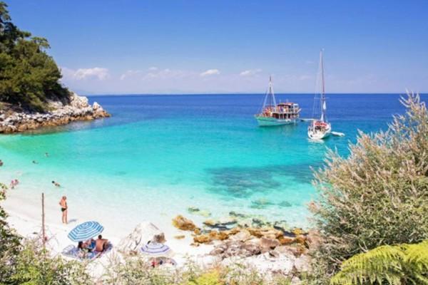 25 ευρώ την μέρα: 12+1 ελληνικά νησιά που θα απολαύσεις τις διακοπές σου τσάμπα