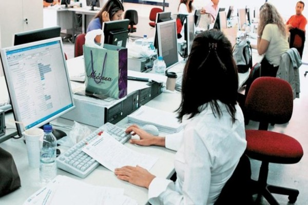 Άρση μέτρων: Αυτοί οι δημόσιοι υπάλληλοι επιστρέφουν από Δευτέρα (11/5) στις δουλειές τους