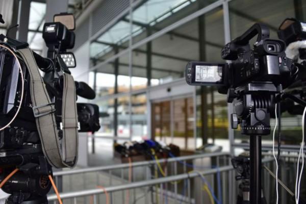 Ελβετική ΜΚΟ: Δεκάδες οι δημοσιογράφοι που έχασαν τη μάχη απέναντι στον κορωνοϊό