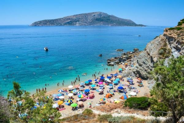13 παραλίες όνειρο στην Αττική: Οι καλύτερες με άμμο και ερημικές