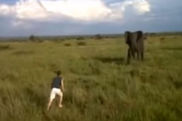 Ένας μεθυσμένος άντρας άρχισε να τρέχει προς έναν ελέφαντα - Αυτό που έγινε μέσα σε λίγα δευτερόλεπτα θα σας σοκάρει