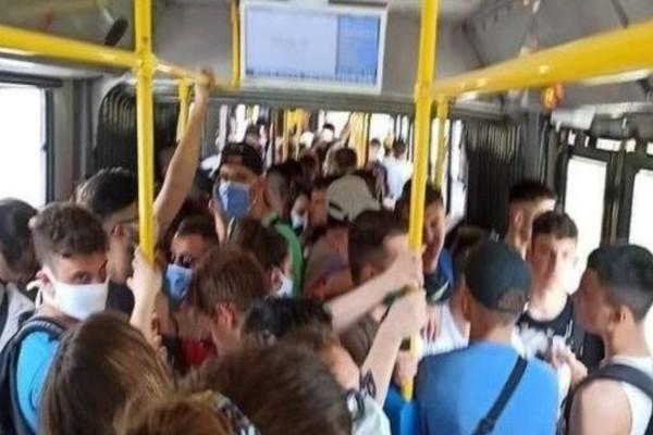 Αδύνατη η τήρηση των αποστάσεων στα ΜΜΜ - Εικόνα από λεωφορείο που σοκάρει