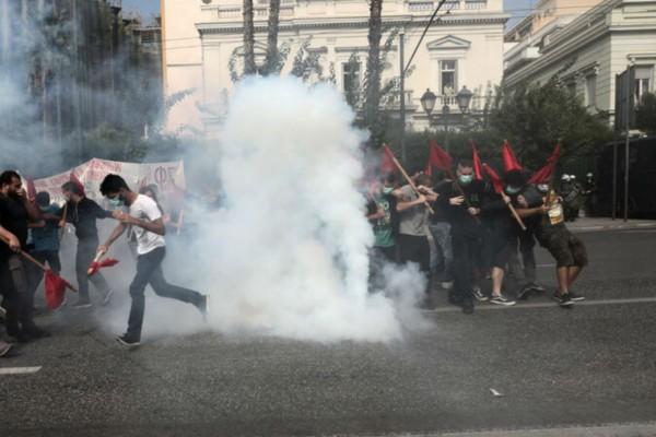 Επεισόδια στο Σύνταγμα μεταξύ διαδηλωτών και δυνάμεων της Αστυνομίας