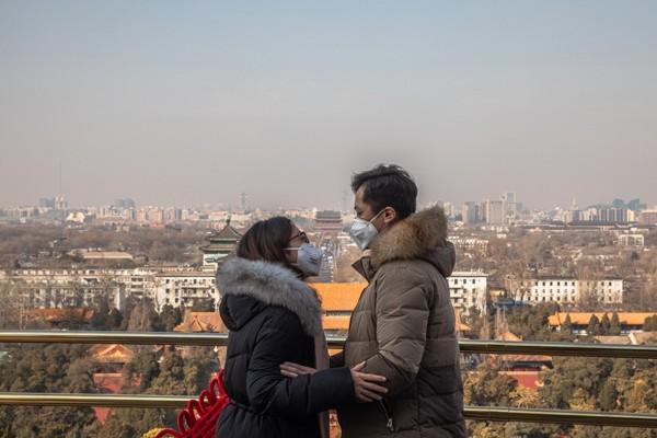 Έρευνα-σοκ: Ο κορωνοϊός… σκοτώνει τον έρωτα και ενισχύει την απιστία
