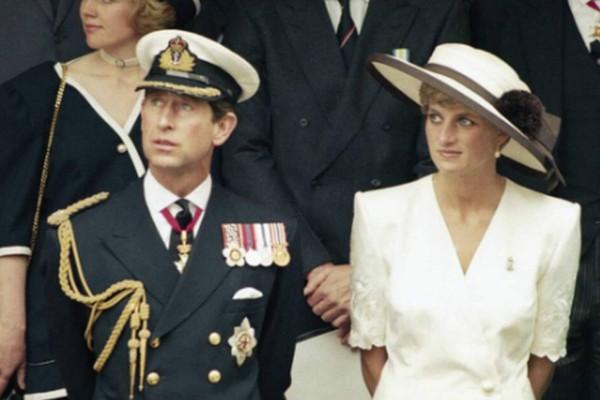 Σεισμός στο Buckingham: Η Νταϊάνα ήταν ερωτευμένη με τον... - Δεν πάει το μυαλό σας