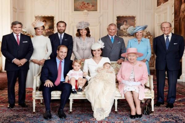 «Σεισμός» στο Buckingham: Δύσκολες ώρες με τον κορωνοϊό για τη βασιλική οικογένεια